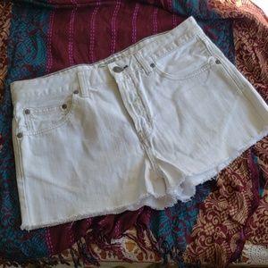 "Free People white Cutoff 2"" inseam shorts 29"